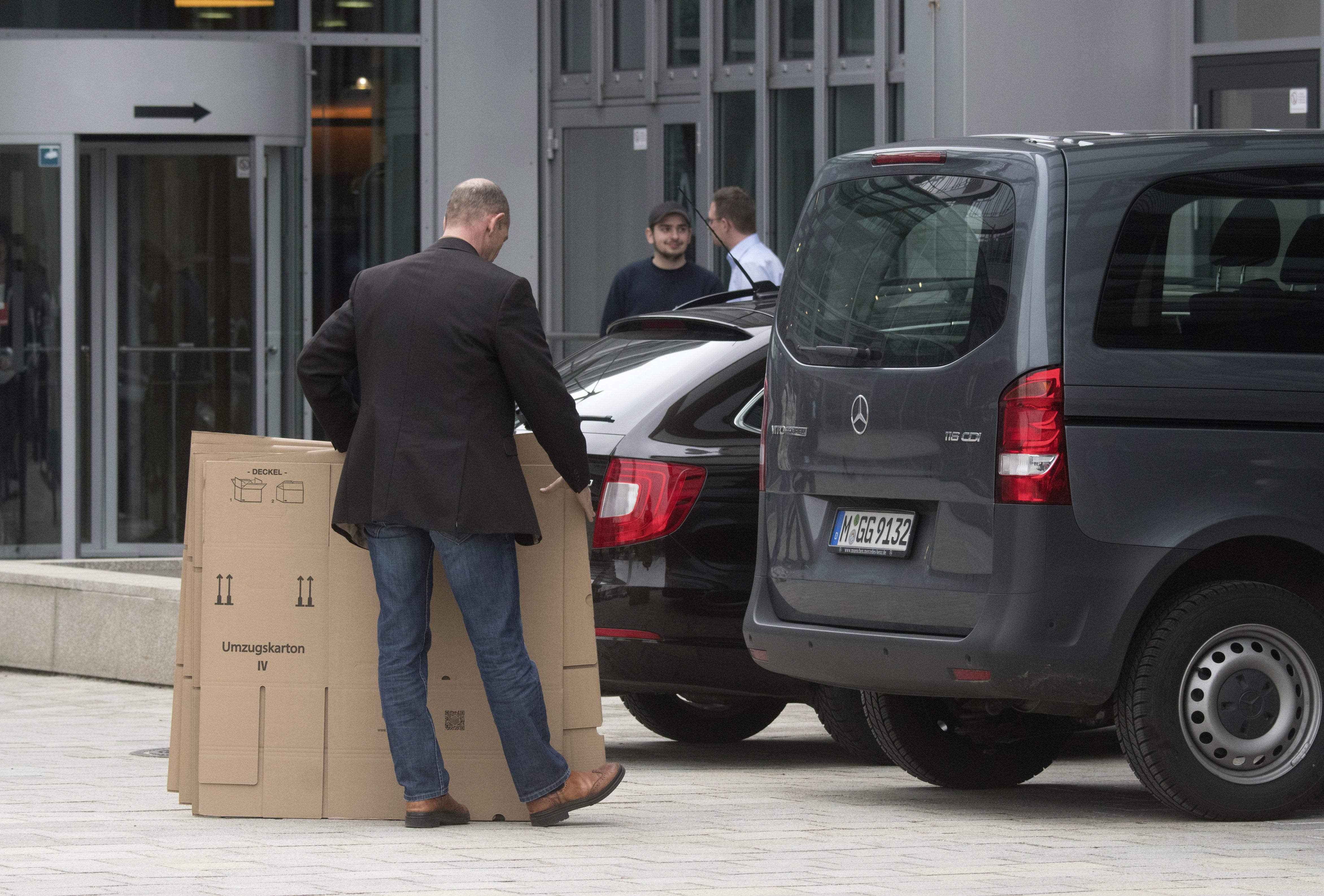 german prosecutors raid audi in connection to vw 39 s. Black Bedroom Furniture Sets. Home Design Ideas