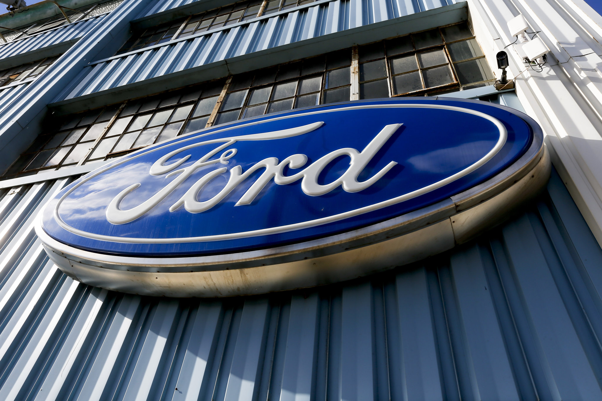 ford sign a89fac3e7ad0cb66 ford recalls more than 570,000 vehicles for 2 separate issues ford 6.0 wiring harness recall at highcare.asia