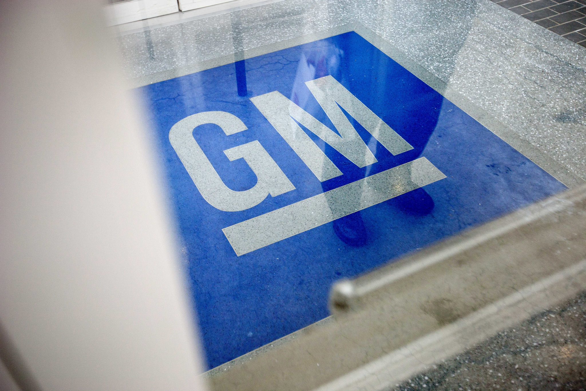 Feds investigating massive GM recall to see if more SUVs need to be added