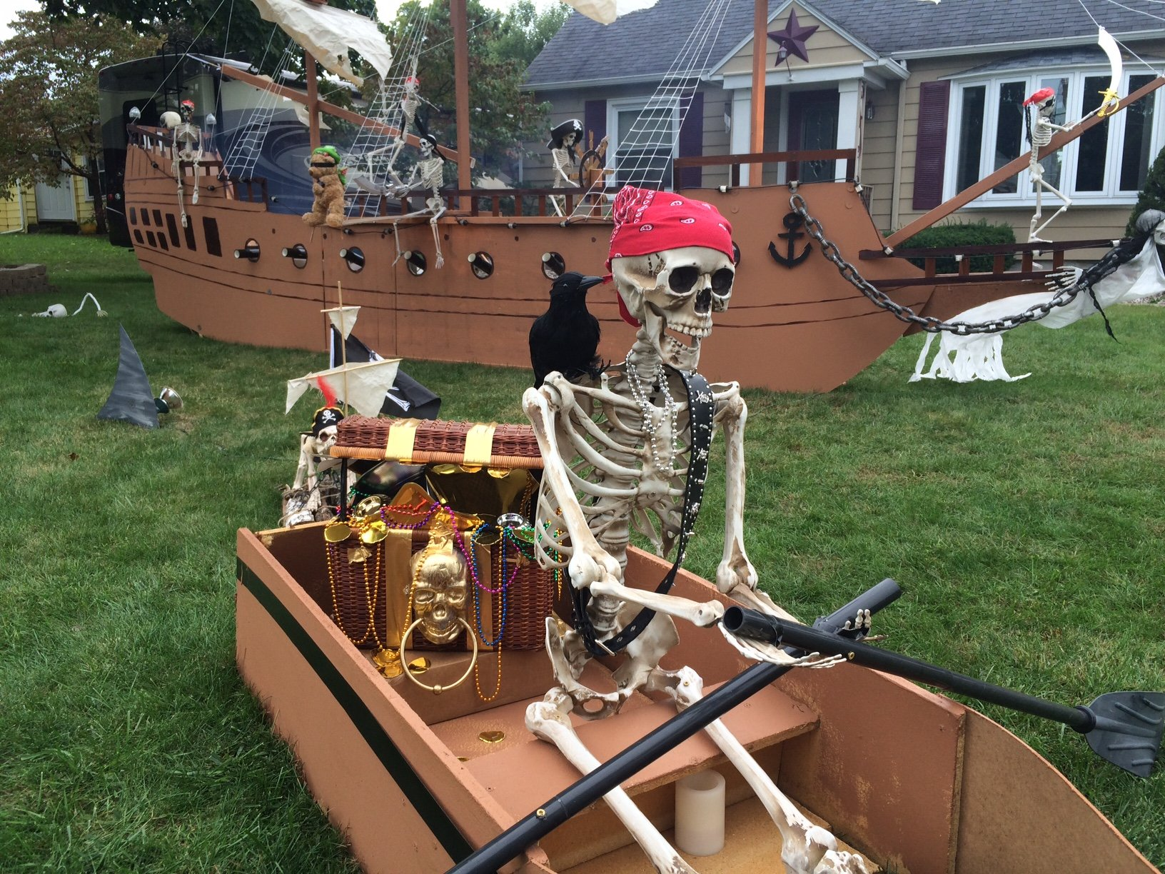 Halloween 2016: Giant haunted pirate ship anchors in North ...