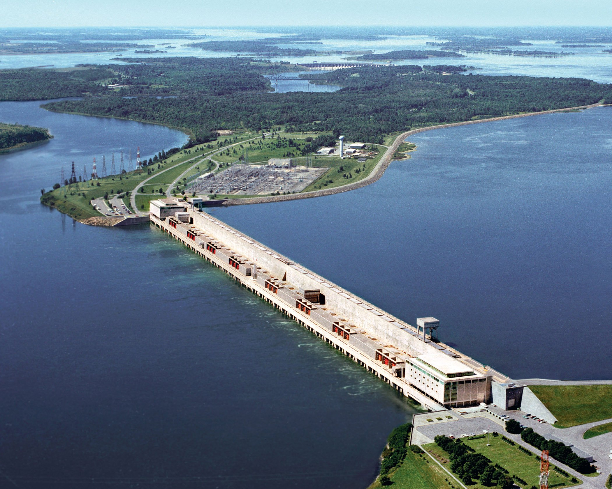 Record water levels threaten $50M-per-day St. Lawrence Seaway ...