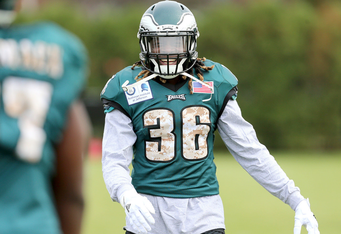WATCH Jay Ajayi takes field for 1st practice with Eagles