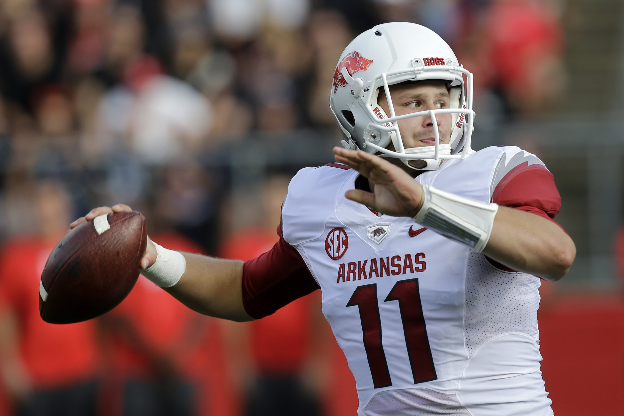 SEC Outlook: Arkansas finds a TE under center, injuries slow Kentucky and 11 invited to draft